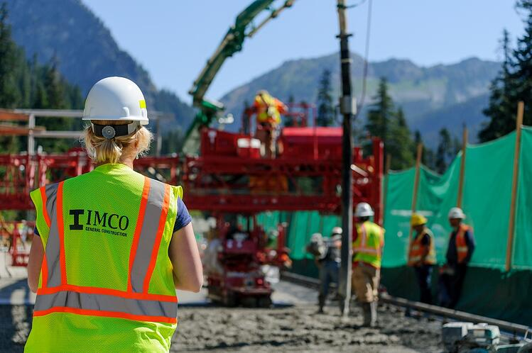 Safety manager on jobsite. Image courtesy of ENR.